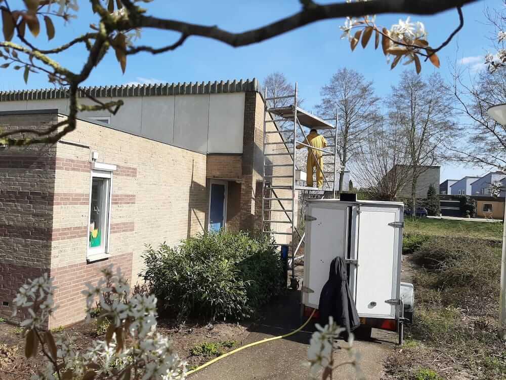 Gevelreiniging muren Schildersbedrijf Leeuw & Bouwhuis Vroomshoop
