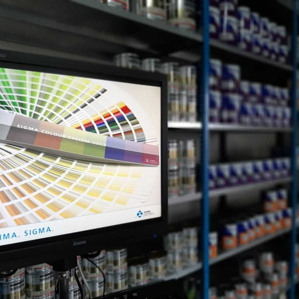 Verf op kleur mengen Vroomshoop - Schildersbedrijf Leeuw & Bouwhuis